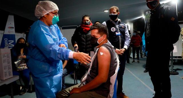 La jornada de la vacunatón se viene realizando en diferentes establecimientos de la capital durante 36 horas ininterrumpidas.