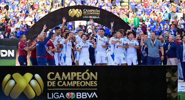 Juan Reynoso alcanzó su segundo título con el Cruz Azul.