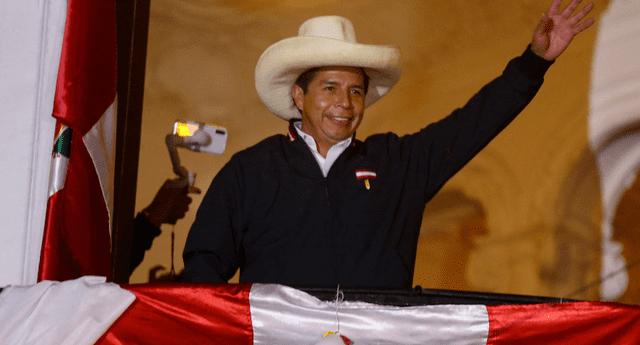 Pedro Castillo es proclamado presidente del Perú para el periodo 2021-2026.