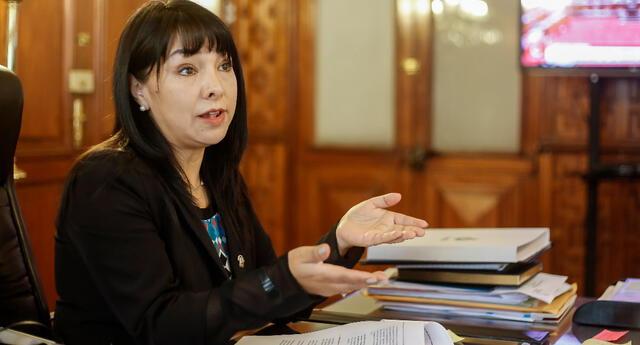 Mirtha Vásquez reveló que, incluso, muchos de estos parlamentarios la amenazaban por el rechazo a sus solicitudes de viaje.