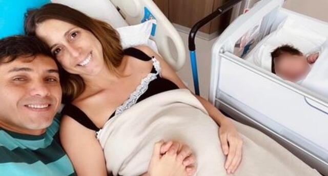 La actriz de Al fondo hay sitio, Daniela Camaiora, contó lo emocionada que está de poder amamantar y bañar a su pequeña Ania.