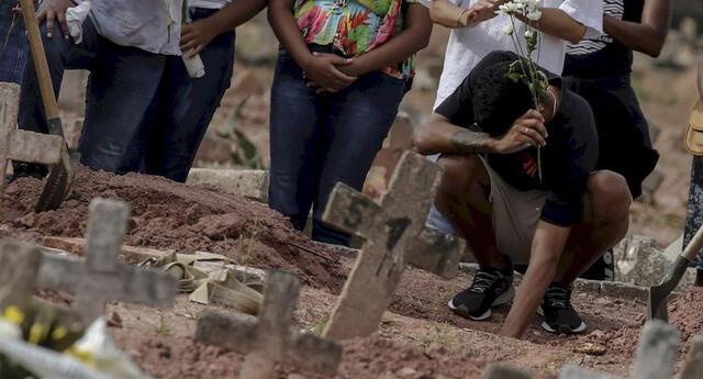 Policía muere víctima de la COVID-19 y en el funeral sus hermanas se contagiaron: todos fallecieron.