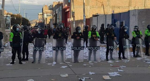 Pobladores destrozaron expedientes de la Fiscalía de Espinar. Buscan a los responsables.