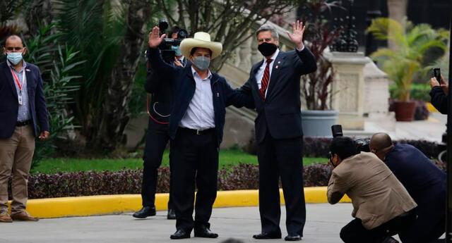 El presidente electo y el actual mandatario se reunen en Palacio de Gobierno.
