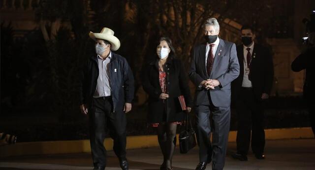 Pedro Castillo, Dina Boluarte y Francisco Sagasti salieron de Palacio de Gobierno al término de su reunión.