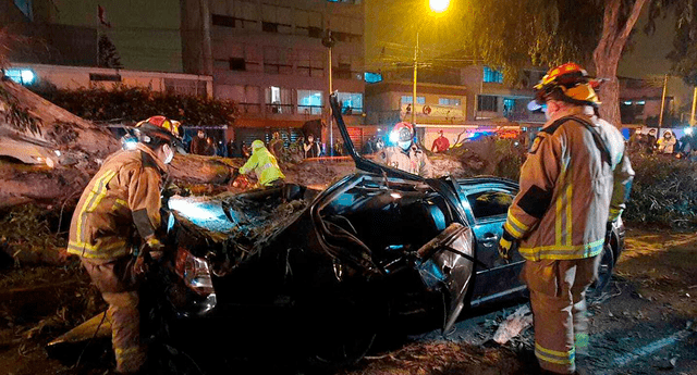 Bomberos demoraron más de una hora para rescatar a dos de los heridos