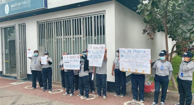 trabajadores de limpieza protestan por falta de pago