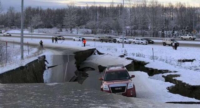 El terremoto, calificado como el más fuerte desde 1964, activó una alerta de tsunami, pero con las horas fue desactivado.
