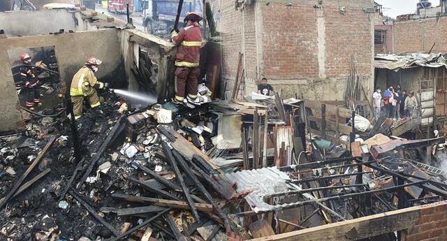 Incendio en asentamiento humano San Juan de La Libertad, en Chorrillos.