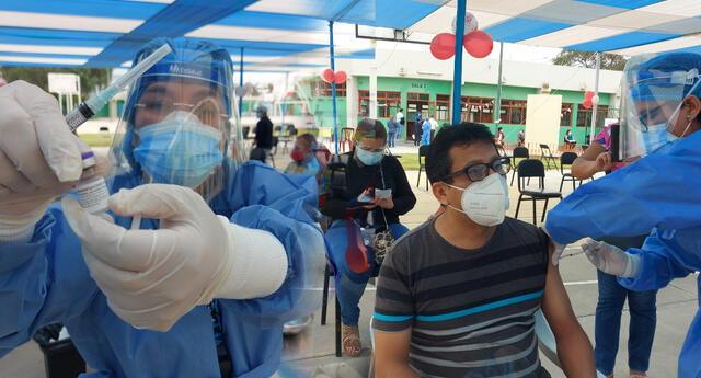 Titular del Minsa, señaló que planea apresurarse con la vacunación para cubrir a mayor número de peruanos.