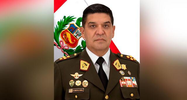 Manuel Gómez de la Torre juramentó como nuevo jefe de las FF.AA.