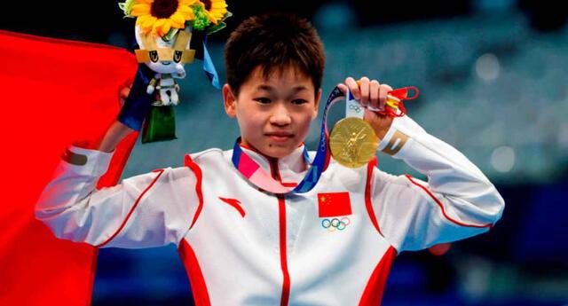 China ganó la medalla de oro y plata en clavados 10 metros femenino.