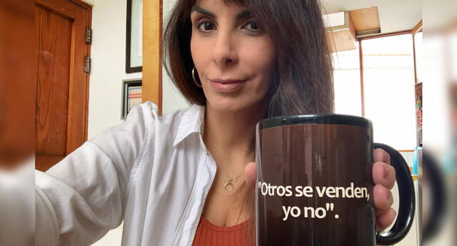 Usuarios trolean a Carla García por divertida taza.