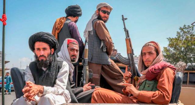 Tomaron el poder. Talibanes piden a Estados Unidos que retiren por completo a sus hombres.