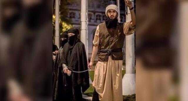 La foto que viene circulando en redes sociales ilustra el sometimiento de la mujer bajo el poder de los talibanes.