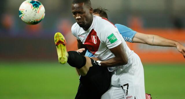 ¡Uy! Luis Advíncula jugó los 90 minutos del Perú vs. Uruguay. Foto: AFP/Difusión
