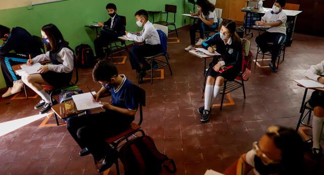 Padres de alumnos que iniciarán sus clases semipresenciales piden al Gobierno que no expongan a sus hijos.