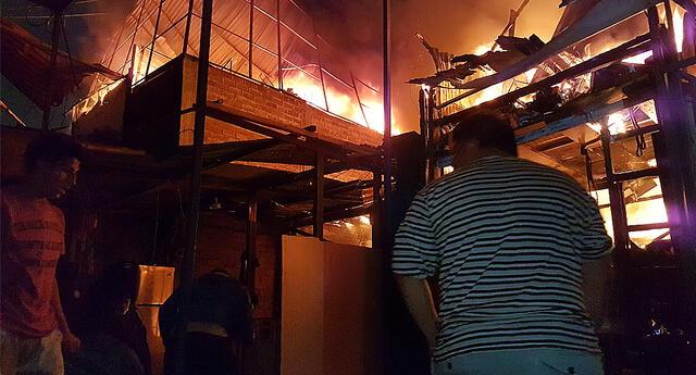 Incendio sucedía mientras obra de construcción impedía el paso a los bomberos.