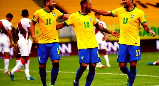 La blaquirroja recibe los dos goles de Brasil en el primer tiempo del partido.