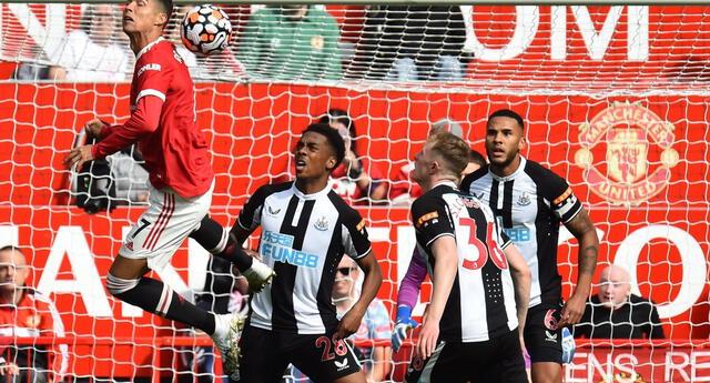 En lo más alto de su juego, Cristiano debutó con dos goles en la victoria 4-1 del Manchester United ante Newcastle.