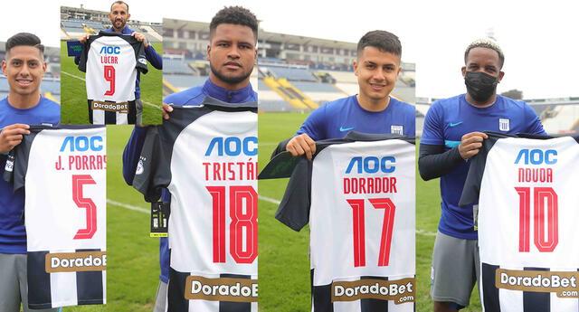 orgullosos jugador de Alianza muestran camisetas con nombre de chicas de fútbol femenino