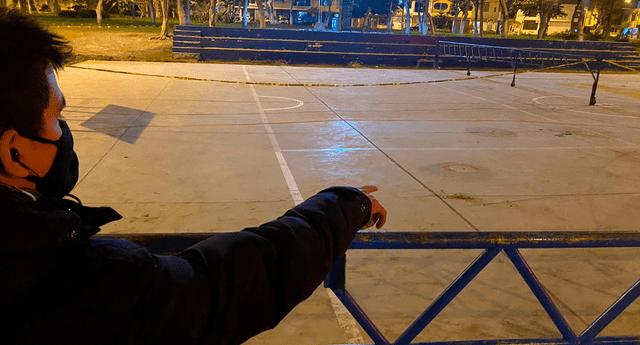 Asesino se hizo pasar como policía para disparar a la víctima en una loza deportiva