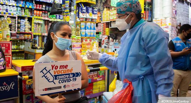 COVID-19: 600 personas fueron vacunadas en el mercado Valle Sagrado de San Juan de Lurigancho