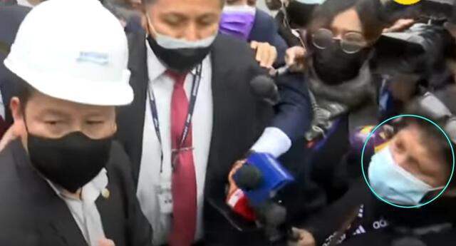 Guido Bellido, dejó a una ciudadana con la palabra en la boca cuando le reclamaba por el corte de agua.