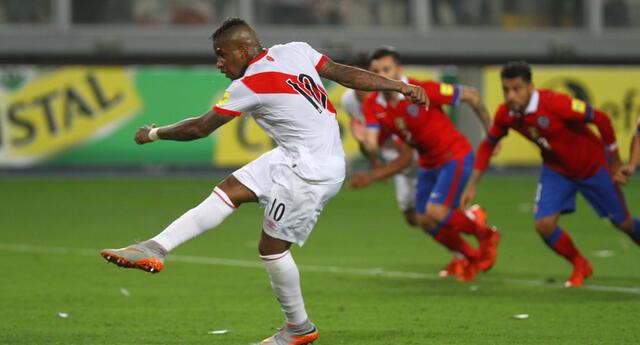 Jefferson Farfán, delantero de Alianza Lima, es uno de los referentes de la selección peruana.