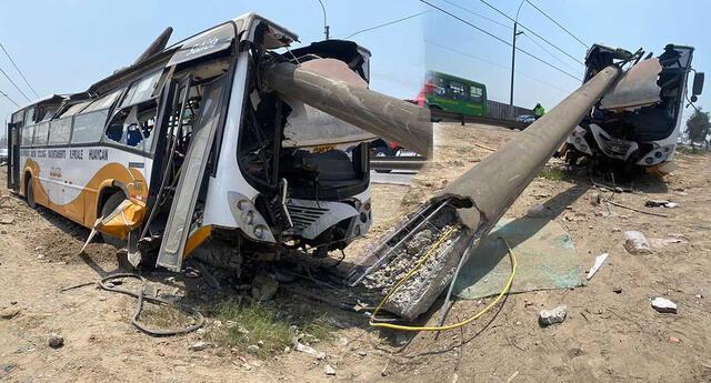 Bus de transporte público se despista en la Prialé e impacta contra un poste de luz.