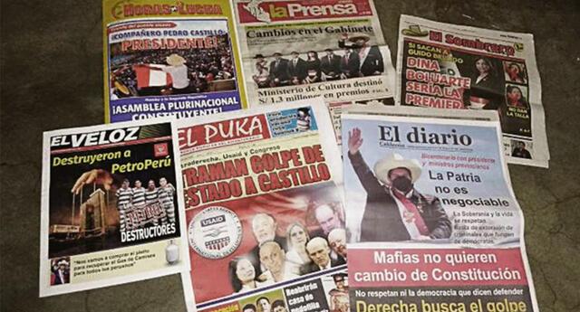 Periódicos circulan en el Cercado de Lima.