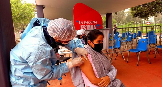 La vacuna del COVID es una barrera más de protección ante sus efectos.