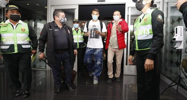 """Paolo Guerrero llegó a Lima para concentrarse con la """"bicolor"""". (Foto: César Bueno / @photo.gec)"""