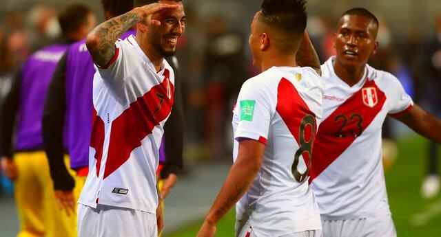 Christian Cueva marcó el primer gol del partido ante la seleccion chilena.
