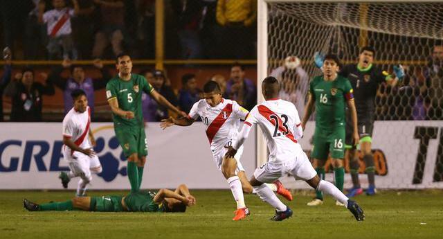 Edison Flores anotó en la última victoria en las Eliminatorias  de Perú ante Bolivia .