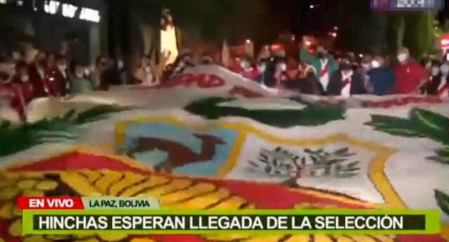 La selección peruana llegó a La Paz con estupendo aliento de los peruanos que radican en Bolivia.