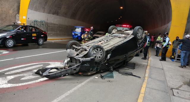 Auto ocasionó violento accidente en el túnel Santa Rosa