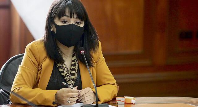 Mirtha Vásquez desautorizó a Barranzuela sobre conducción de Devida y erradicación de hoja de coca