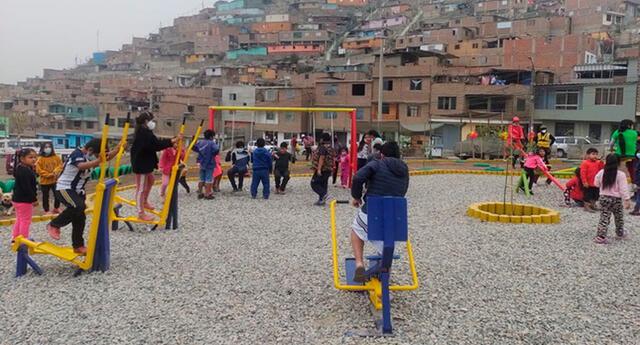 Los vecinos felices con mini gimnasios y juegos
